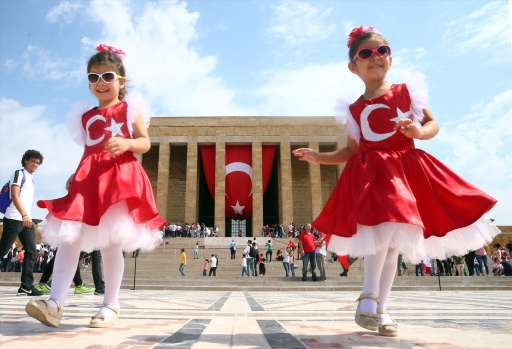 Büyük zaferin 95. yıl dönümü kutlamaları kapsamında ilk tören Anıtkabir'de düzenlendi. Cumhurbaşkanı Erdoğan başkanlığındaki devlet erkanı 30 Ağustos Zafer Bayramı ve Türk Silahlı Kuvvetleri Günü dolayısıyla Anıtkabir'i ziyaret etti.
