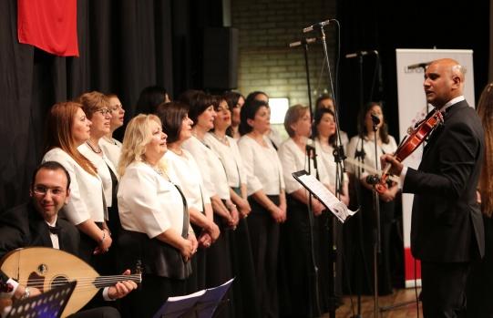 Londra Türk Müziği Korosu, Şef Ercüment İbrahim yönetiminde, 'Yeşilçam Şarkılarıyla Nojtayji Konseri'ni Pazar gecesi Bromley Civic Centre'da gerçekleştirdi.