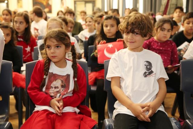 İngiltere Türk Aile Birliği'ne bağlı Ali Rıza Değirmencioğlu Türk Okulu, Cumhuriyet Bayramı ve 10 Kasım Atatürk'ü Anma programını birlikte gerçekleştirdi. 10 Kasım cumartesi günü okul salonunda düzenlenen kutmlama ve anma programına, KKTC Londra Konsolosu Ülkü Alemdar, ÇAP Başkanı Servet Hassan ve seçkin davetliler katıldı.