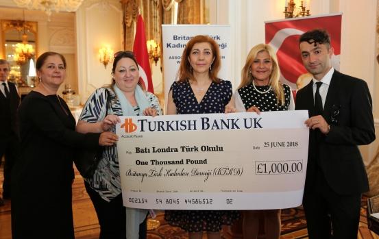 Britanya Türk Kadınları Derneği, Onursal Başkanı Sefire Esra Bilgiç'in ev sahipliğinde İngiltere Türk Okullarına Yardım Etkinliği Düzenledi.  Büyükelçilik ikametgahında gerçekleşen etkinlikte BTKD tarafından Londra'daki 6 Türk okuluna yardım çeki takdim edildi.  FOTOĞRAFLAR İZİNSİZ KULLANILAMAZ
