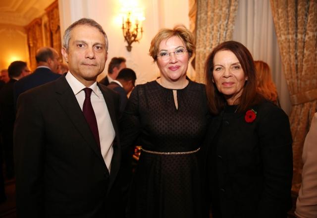 Cumhuriyet'in 95'inci Yıldönümü Londra'da da coşkuyla kutlandı   Türkiye Cumhuriyeti'nin kuruluşunun 95'inci yıldönümü, Büyükelçi Ümit Yalçın ve eşi Gül Yalçın'ın evsahipliğinde Büyükelçilik ikametgahında verilen resepsiyonla kutlandı. Britanya Hükümetini Savunma Bakanlığında Güvenlikten sorumlu Devlet Bakanı Ben Wallace'ın temsil ettiği davette, KKTC Londra Büyükelçisi Oya Tuncalı ile çok sayıda konuk hazır bulundu.