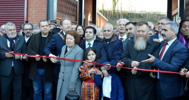 İngiltere Alevi Kültür Merkezi ve Cemevi Yeni Binası Açıldı