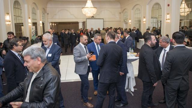 Konuklara ikramların yapıldığı network etkinliğinde, farklı sektör temsilcilerinden oluşan katılımcılar tanışma imkanı elde etti.