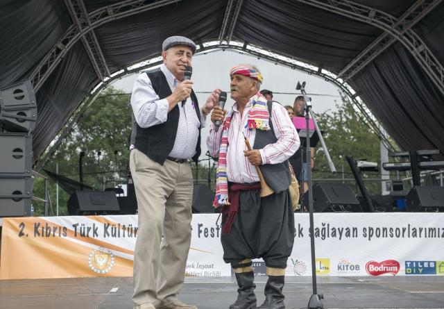 Londra'da 'da faaliyet gösteren dokuz kurumun oluşturduğu İngiltere Kıbrıs Türk Vakfı (TCT-UK) tarafından düzenlenen 2. Kıbrıs Türk Kültür ve Sanat Festivali, Lee Valley Athletics Centre'de gerçekleştirildi. Güvenlik şirketinin verilere göre 20 bin kişi festivali izledi. İngiltere'de yaşayan yeni nesillere Kıbrıs Türk kültürü ile sanatının tanıtılmasını ve yaşatılmasını amaçlayan festivalde Kıbrıs Türkleri'nin örf ve adetleri, gelenek ve görenekleri, yöresel oyunları ve her yönden zengin olan kültürü yaşatıldı  FOTOĞRAFLAR: HALİL YETKİNLİOĞLU