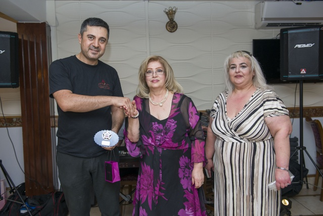 Restoran sahibi Ali Türer'i bu zamana kadar olan katkılarından dolayı da teşekkür plaketi ile ödüllendirdi.