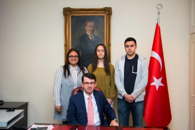 İngiltere'de dereceye giren Türk öğrencilere ödül  FOTOĞRAFLAR: AA
