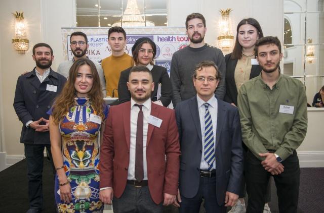 MÜSİAD İngiltere İş İnsanlarını Buluşturdu  MÜSİAD İngiltere, düzenlediği 'Network' etkinliğinde farklı sektörlerin temsilcilerini buluşturdu. Perşembe akşamı Londra'nın Wood Green bölgesindeki Grand Palace'de düzenlenen etkinlikte, Türkiye'nin Londra Ticaret Başmüşaviri Süleyman Beşli, Avrupalı Türk Markalar Birliği Başkanı Cafer Mahiroğlu ve Ziraat Bankası'ndan Gözde Oral ile farklı sektör temsilcilerinden oluşan seçkin bir davetli gurubu hazır bulundu.  FOTOĞRAFLAR: HALİL YETKİNLİOĞLU