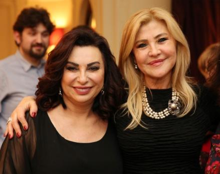 Nilgün Belgün Londra'da 'Kadınları' Güldürdü Ünlü tiyatro sanatçısı Nilgün Belgün, 8 Mart Dünya Kadınlar Günü kutlamaları kapsamında Londra'da sahne alarak, konukları kahkahaya boğdu. Britanya Türk Kadınları Derneği'nin düzenlediği, 8 Mart Dünya Kadınlar Günü kutlama etkinliğinde sahne alan Nilgün Belgün, sahneye koyduğu oyunu ile davetlilere neşeli dakikalar yaşattı.   FOTOĞRAFLAR EUROVİZYON'A AİTTİR, İZİNSİZ ALINAMAZ VE BAŞKA BİR MECRADA YAYIN AMAÇLI KULLANILAMAZ