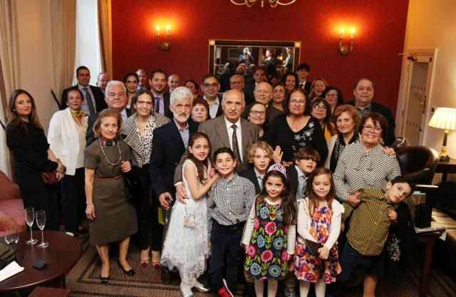 Son ana kadar kutlamaya katılacak olanların isimleri saklı tutulduğu için konuklarla, yaşgünü partisinin yapılacağı otelde karşılaşan Özkul Beyzade, eşi Havva Beyzade, aile çevresi ve yakın dostlarından oluşan 30'u aşkın kişinin katılımıyla 80. yaşına girdi.