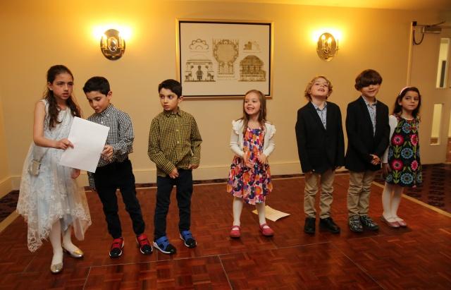 Oğulları, kızı, torunları, kardeşleri ve yakın dostlarının davetli olduğu kutlama etkinliği, Beyzade'nin kızı Seyyare'nin okuduğu şiir ve torunlarının şarkıları ile renklendi.