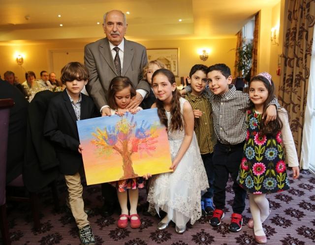 İngiltere'deki en köklü turizm ve seyahat acentalarından Diplomat Travel'in kurucusu Özkul Beyzade, 80. Yaşına kızı ve torunlarının düzenlediği sürpriz doğum günü partisi ile Bath kentinde girdi.