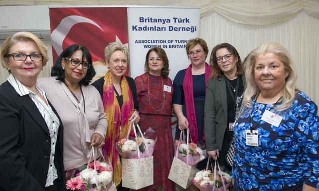 Londra merkezli Britanya Türk Kadınları Derneği (BTKD), 8 Mart Dünya Kadınlar Günü'nü, İngiltere Parlamentosu'nun üst kanadı olan Lordlar Kamarası'nın Thames Nehri kıyısındaki salonunda düzenlenen bir davet ile kutladı.  HABER VE FOTOĞRAFLAR: HALİL YETKİNLİOĞLU