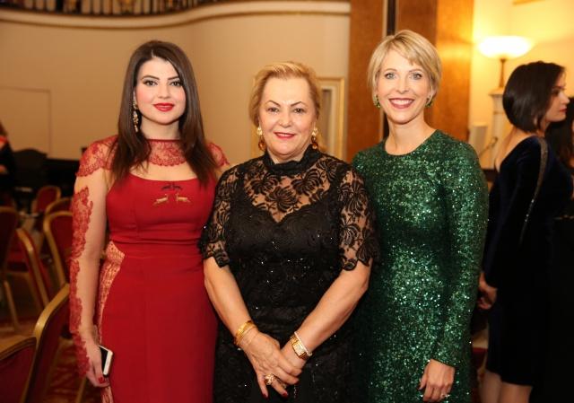 """İngiltere Azerbaycan Kadınlar Birliği (Azerbaycan Women's Association in the UK  - AWAUK)'in 'Federation of International Women's Association in London –FIWAL' ile birlikte düzenlediği """"Sonbahar Galası"""" Cuma akşamı Londra kent merkezindeki, Mayfair, The Lansdowne Club'da gerçekleşti. FIWAL Başkanı Laura Schapira ve AWAUK Başkanı Ulviyya  Taghizade'nin ev sahipliği yaptığı galanın konukları arasında, Türkiye'nin Londra Büyükelçisi Ümit Yalçın, Azerbaycan'ın Londra Büyükelçisi Tahir Tagizadeh de yer aldı."""