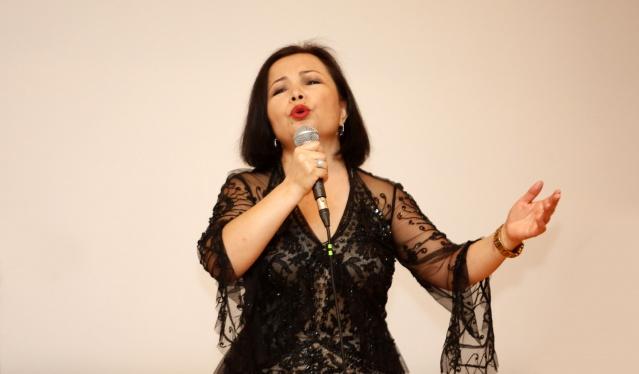 Londra Üniversitesi'ne bağlı SOAS bölümü öğretim üyesi Dr. Rachel Harris, Doğu Türkistanlı Uygur sanatçı Rahima Mahmut, müzisyen Kırgız müzisyen Nizamidin Sametov, Uygur müzisyen Dilzat Mahmut Turdi ile İskender Ding'den oluşan 'London Uygur Ensamble, unutulmayacak bir konsere imza attı.  FOTOĞRAFLAR: MUSTAFA KÖKER