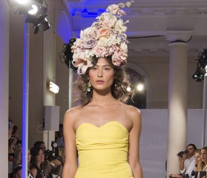 """Zeynep Kartal, """"İlkbahar-Yaz 2018"""" Koleksiyonuyla Londar Moda Haftası'nda"""