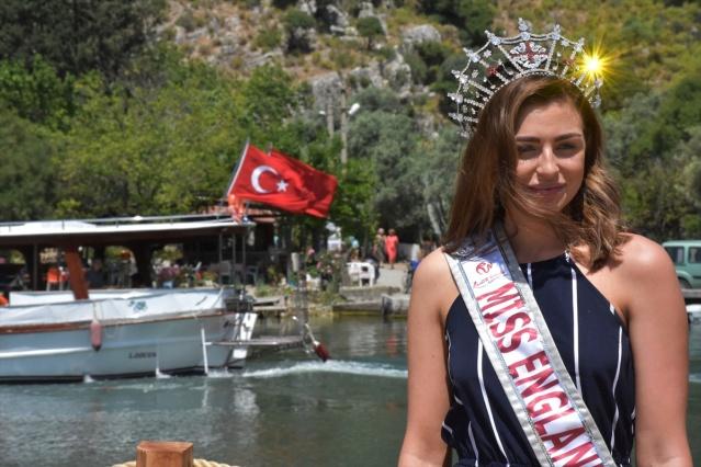 İngiltere güzeli Alisha Cowie, Muğla'da gerçekleştirilen Türkiye turizm tanıtım filmleri çekimine katıldı.İngilizlerin Türkiye'de en çok ziyaret ettiği yerlerin başında bulunan Muğla'ya gelen 2018 İngiltere güzeli Alisha Cowie, bölgenin güzelliklerinin tanıtımı için kamera önüne geçti.  FOTOĞRAFLAR AA