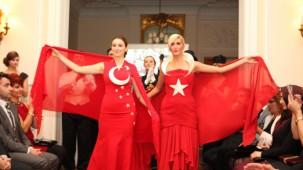 Londra'da Atatürk Kıyafetleri Defilesi