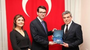 Başkonsolos Yorulmazlar'dan STK'lara Türk Bayrağı