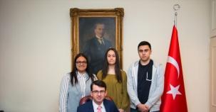 Başarılı Öğrencilere Başkansolos Yorulmazlar Ödül Verdi