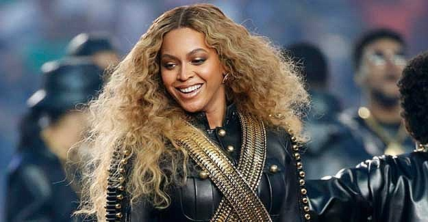 Beyonce bir şovda siyah tarihine selam çaktı