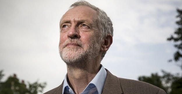 İşçi Partisi lideri Jeremy Corbyn,  güven oyu alamadı