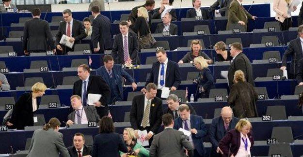 AP Genel Kurulunda İngiltere tartışması