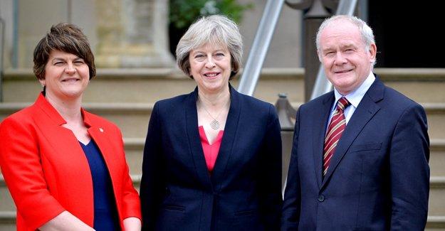 İngiltere Başbakanı May, Kuzey İrlanda'da