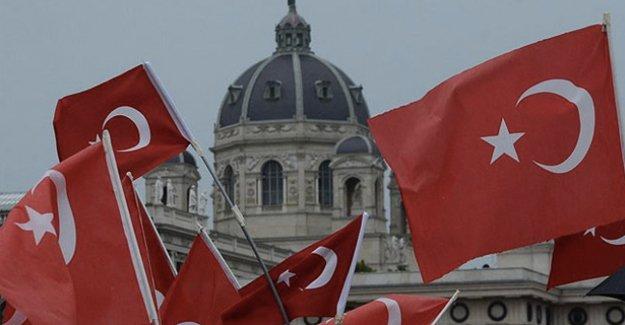 Avusturya'da PKK ve FETÖ, Türkleri fişliyor