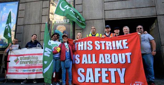 İngiltere'de demiryolu çalışanları grevde