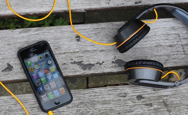 Cep telefonunu kulaklıkla kullanın!