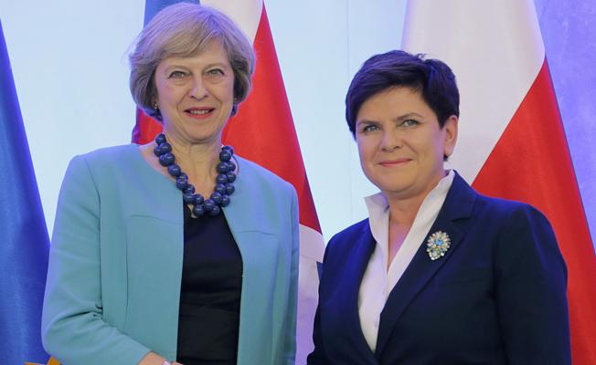 Kadın başbakanlar arasında ilk temas!
