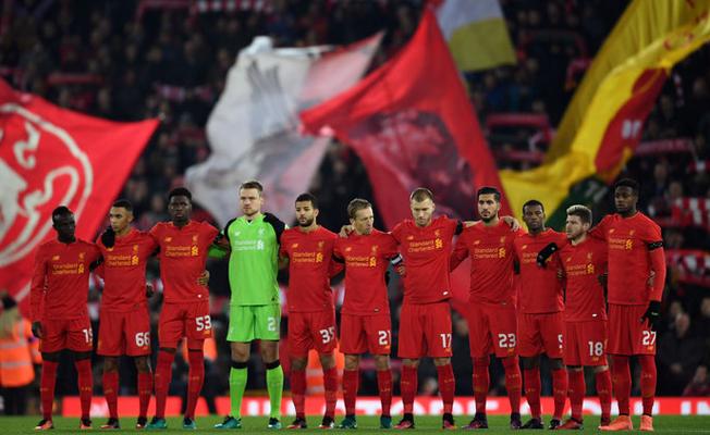 Liverpool'dan Chapecoense'liler için saygı duruşu