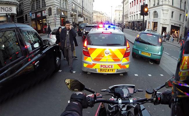 Londra'da aracını çalışır halde bırakan sürücüye ceza