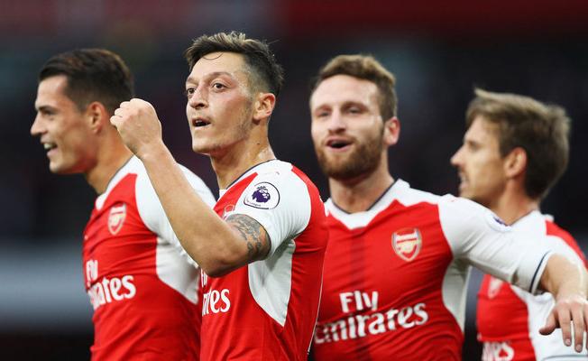 Arsenal yıldızlarıyla sözleşme yeniledi