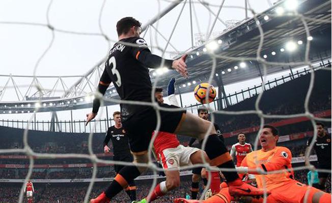 Arsenal, Sanchez ile kazandı