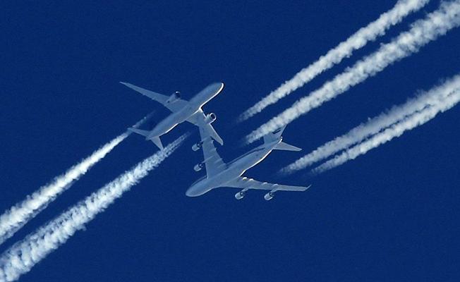 Çılgın yolcu uçağın acil çıkış kapısını açtı!