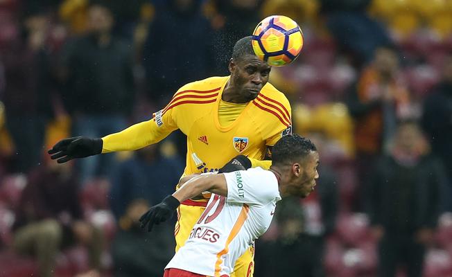 Galatasaray, Kayseri'den iki kafa yedi, sarsıldı