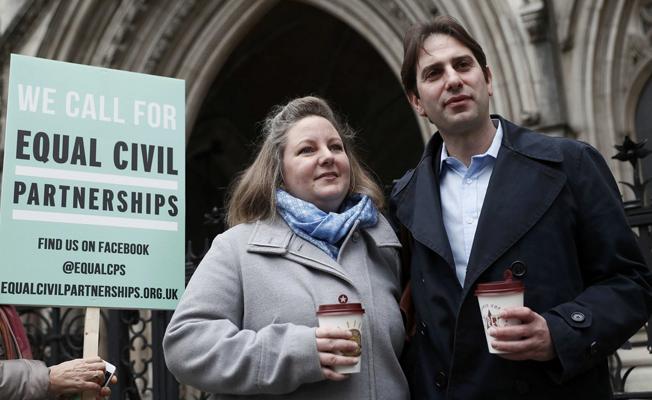 Heteroseksüel çiftin mahkemesi ülke gündeminde
