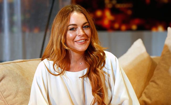Lindsay Lohan'ın Londra'da başını açtırdılar