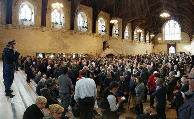 İngiliz Parlamentosunda tahliye kaosu