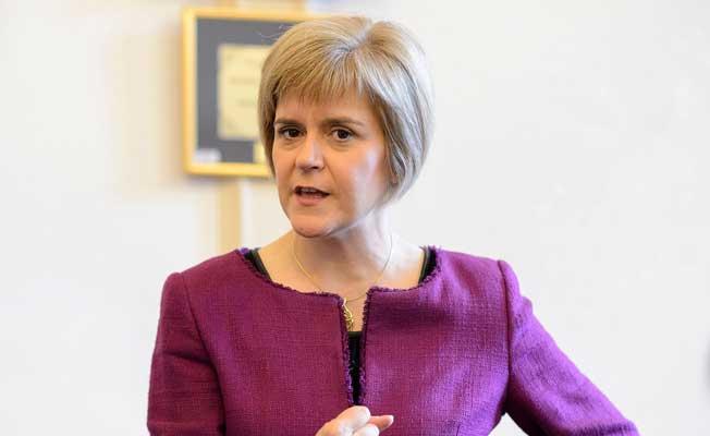 İskoçya'da referanduma 'terör' ertelemesi