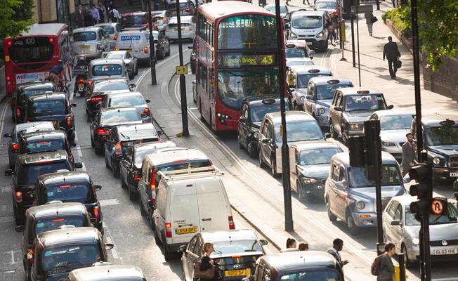 Londra Belediyesinden çevreci olmayan araçlara ek vergi