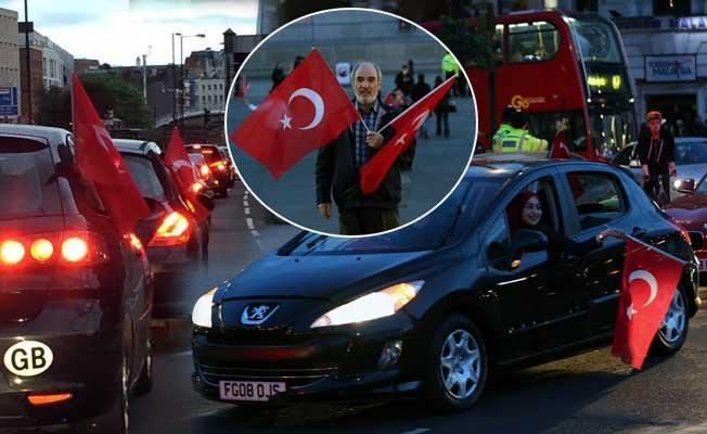 Londra'da yaşayan Türk vatandaşları kutlama yaptı