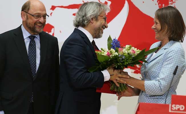 Almanya, Can Dündar'ı ödüllendirdi