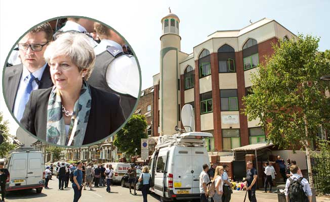 Başbakan May, Finsbury Park Camiini ziyaret etti