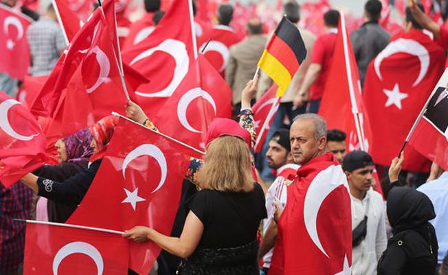 Almanya'daki Türkler hükûmete tepkili
