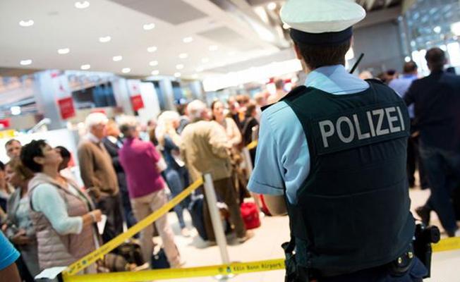 Bavulundan av tüfeği çıkan Türk yolcu tutuklandı