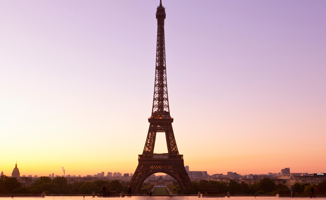 Eyfel Kulesi 10 Ekim'e kadar kararacak