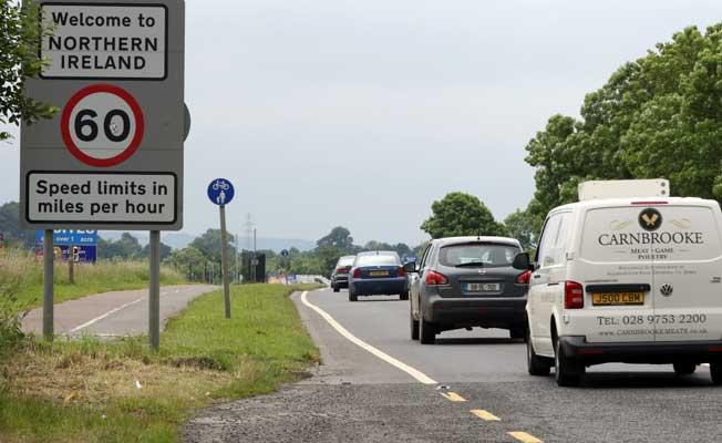 İngiltere, İrlanda ile sınır kapısı istemiyor