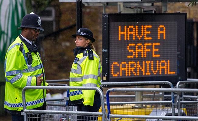 Londra'nın Notting Hill Karnavalı öncesi yüzlerce gözaltı